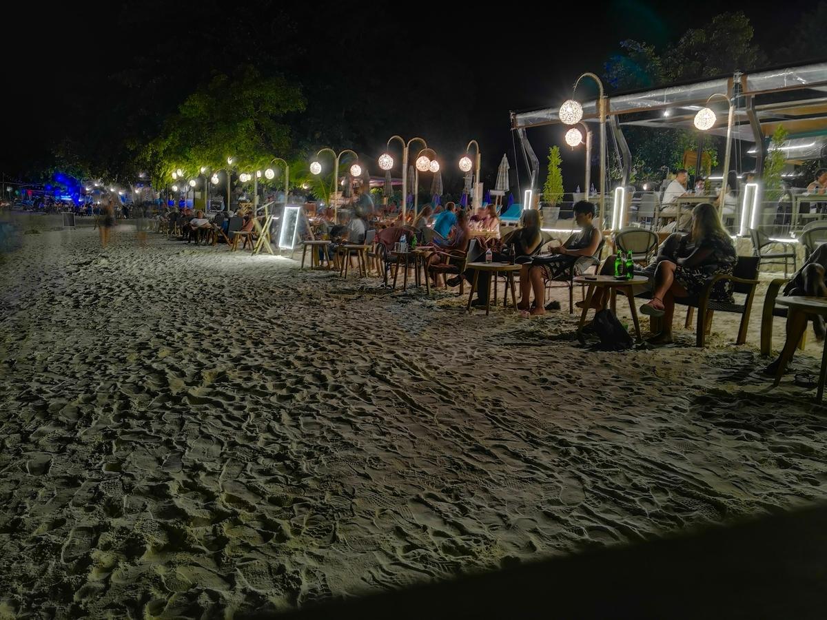 リペ島 パタヤビーチ ビーチバー
