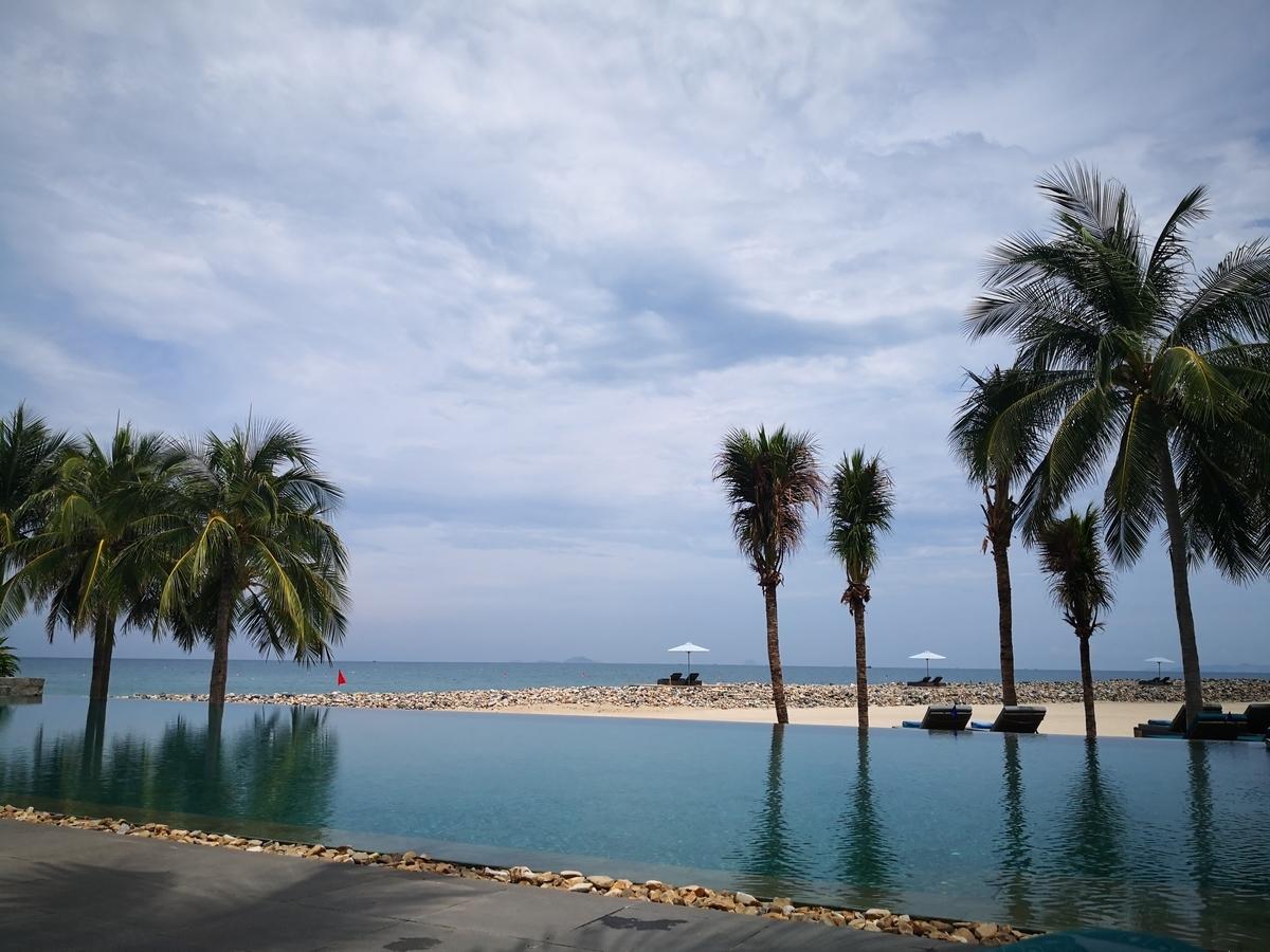 Mia Resort Nha Trang プール 大