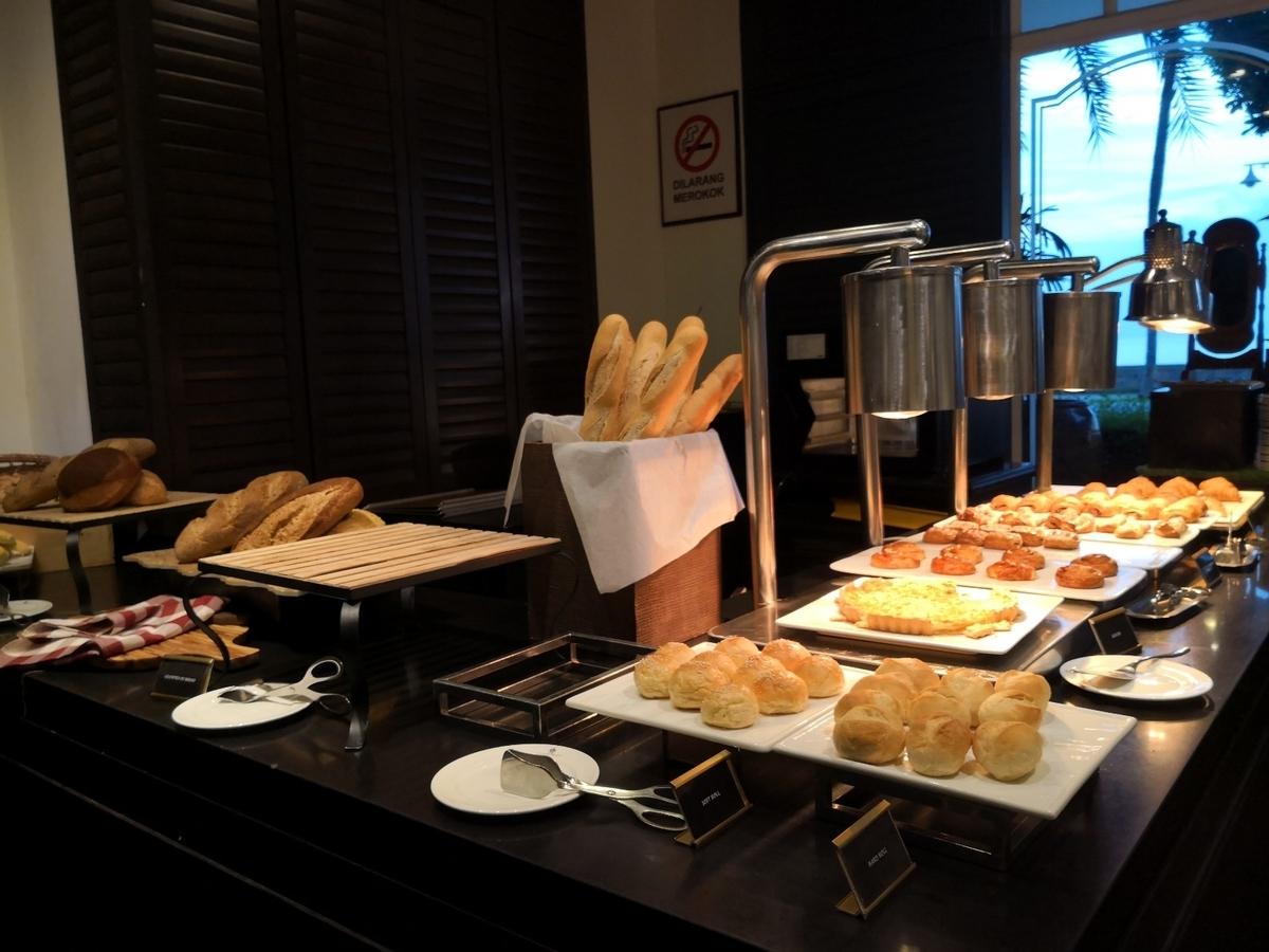 EASTERN & ORIENTAL HOTEL 朝食ビュッフェ パン