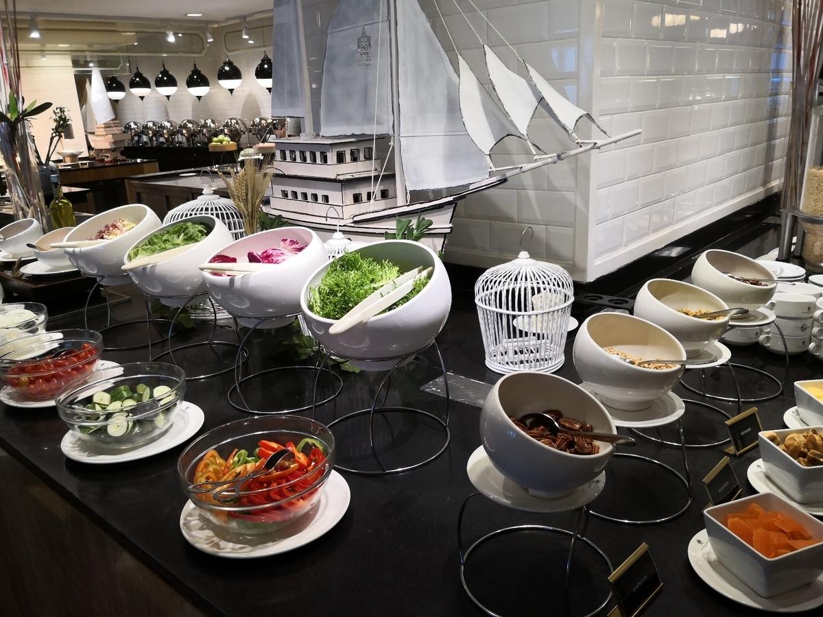 EASTERN & ORIENTAL HOTEL 朝食ビュッフェ サラダ