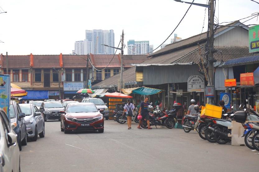 Pasar Air Itam Laksaが入る市場の様子