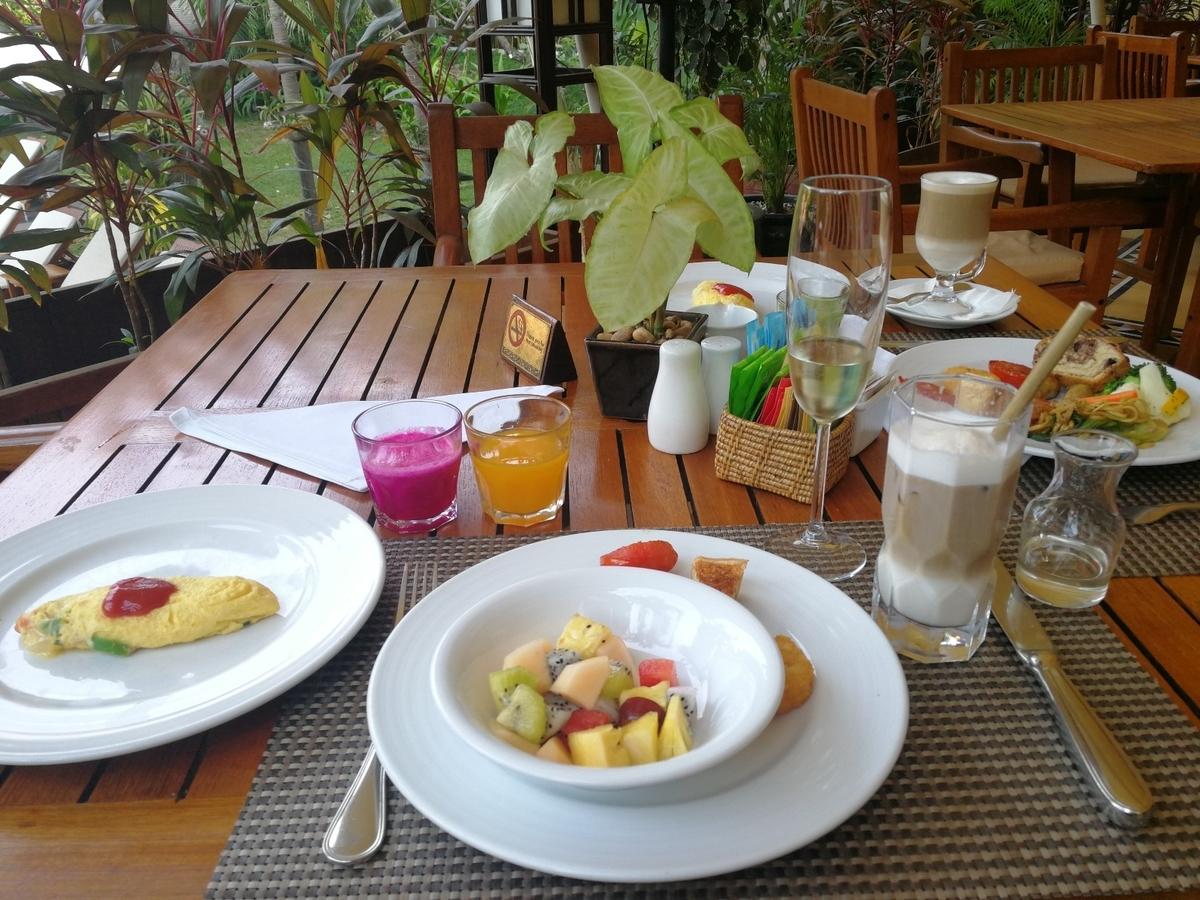 ビクトリアアンコールリゾートスパ 朝食 フルーツ