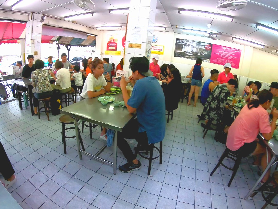 Go-Ang Pratunam Chicken Rice 店内