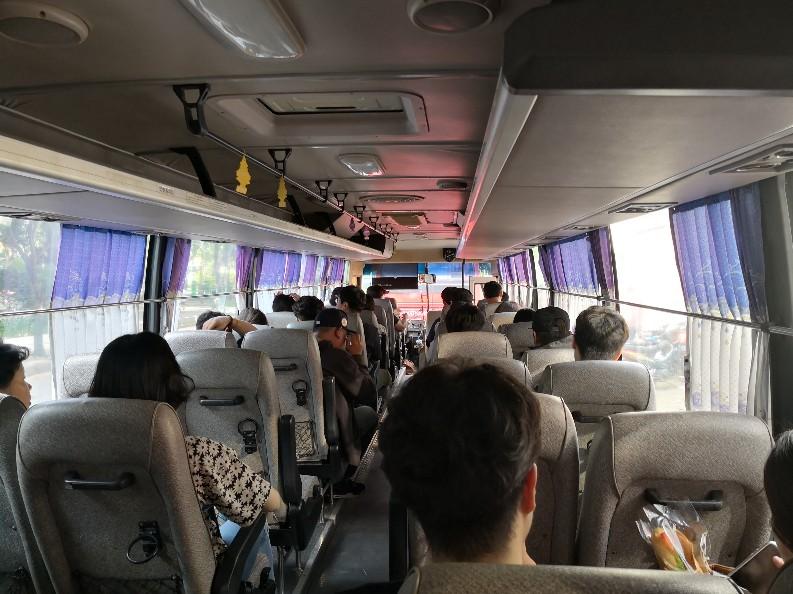 メコンデルタツアー バス 中の様子